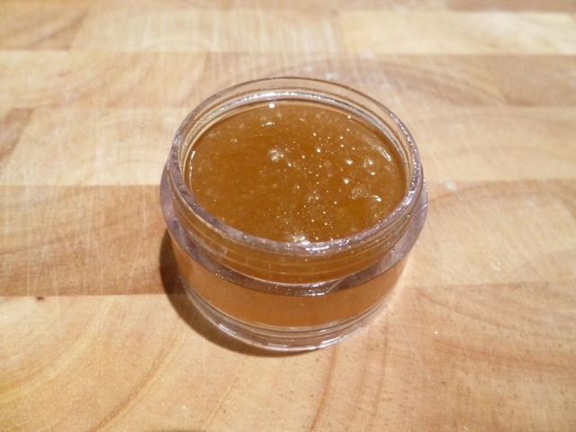 Gommage-levres_Miel-huile-sucre_Pot-ouvert, Cosmetique maison, naturel