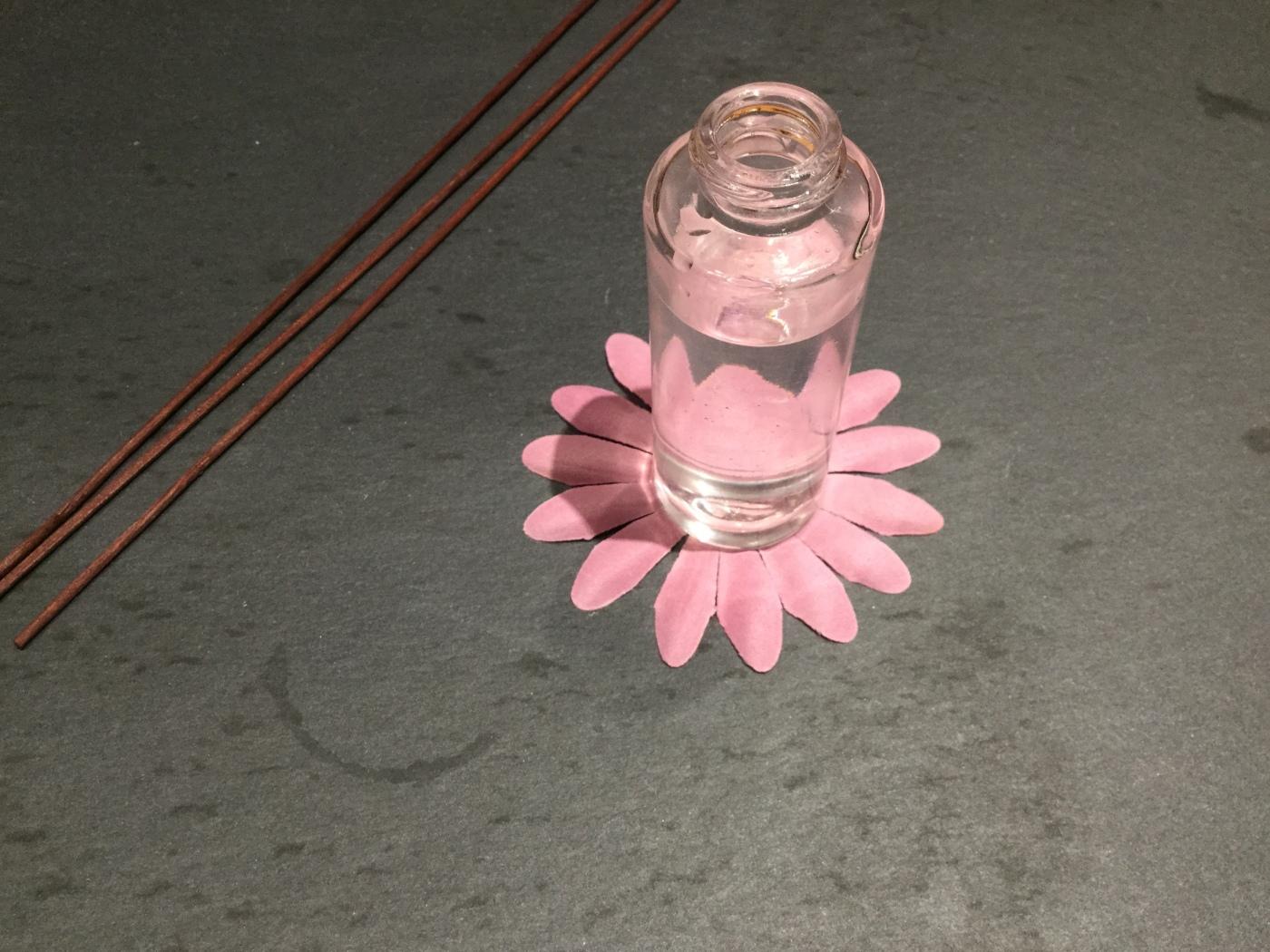 Eau micellaire fleurs rose bleuet hydratante peaux sensibles